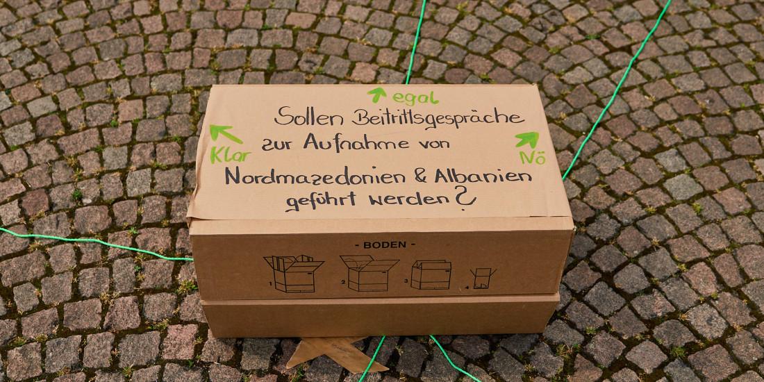 Workshop: Schere, Stein, Papier. Wall, Melt, Civilian!
